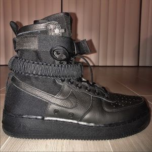 Nike SF Air Force 1 in black high top sz 9 women